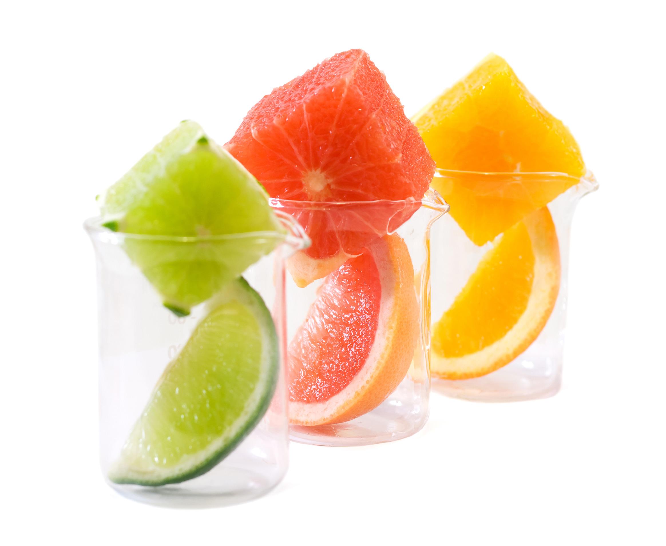 تزیین لیوان با تکه های میوه ها