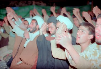 دستهای به دعا بلند شده
