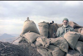 پیرمرد در سنگر دفاع