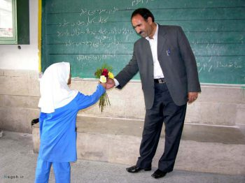 تقدیم گل روز معلم