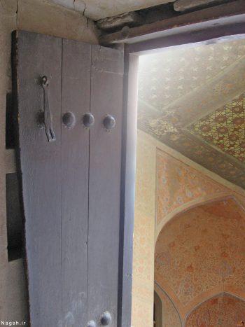کاخ عالی قاپو، درب را به زیباییهای عمارت عالی قاپو، دری به سوی زیبایی ها