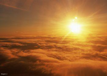 غروب در آسمان