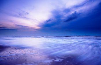 ابرهای طوفانی دریا