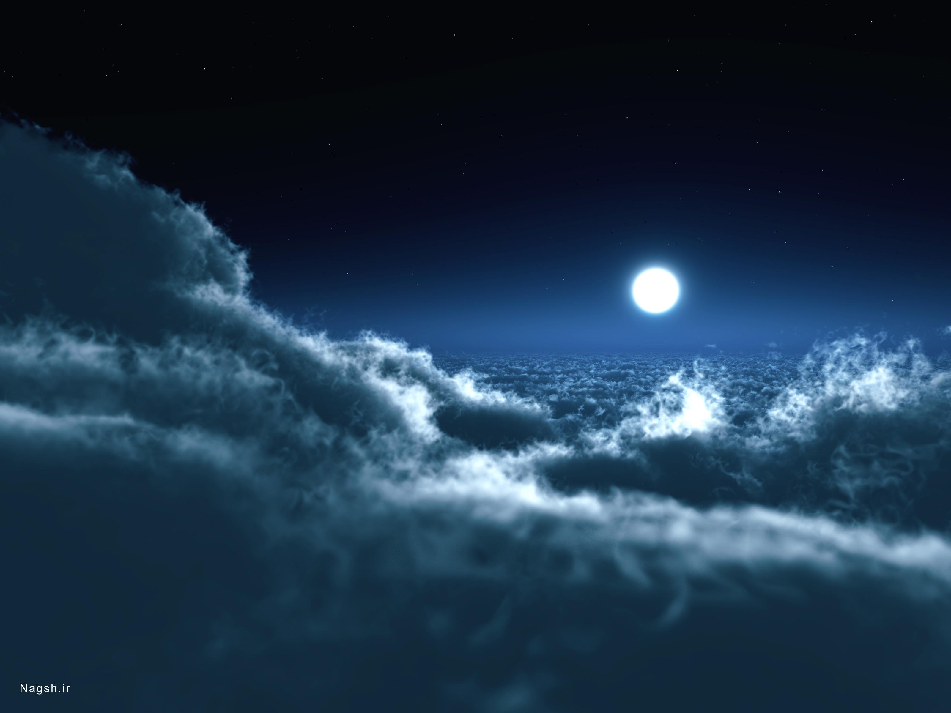 آسمان مهتابی و ابرهای تاریک