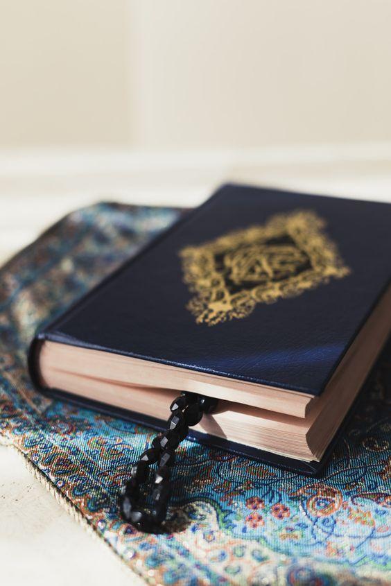 تصویر هنری قرآن از نمای بغل