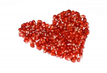 شکل قلب با دانه های انار