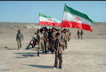 پرچم دار نوجوان