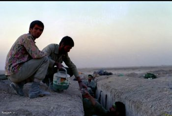 دادن آب به رزمنده ها