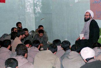 روحانی در حال سخنرانی