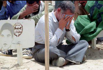 گریه در مزار شهدا