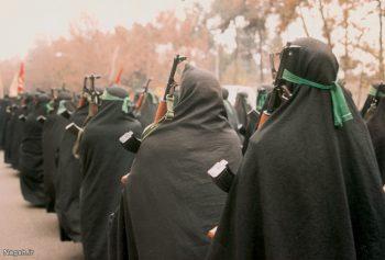 زنان سلاح بر دوش