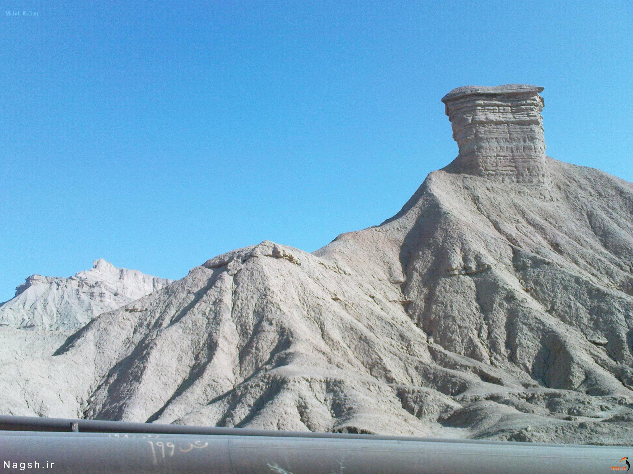 مریخ کوه، استان بوشهر دودکش جن در کوههای مریخی