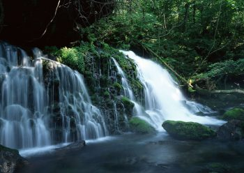شرشر آب آبشار