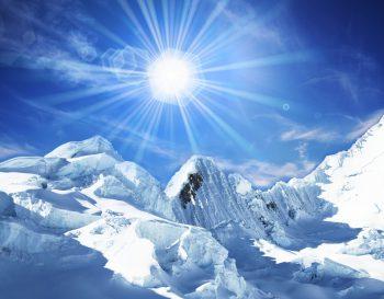 تابش خورشید بر برف ها