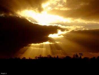 خورشید در پس ابرها
