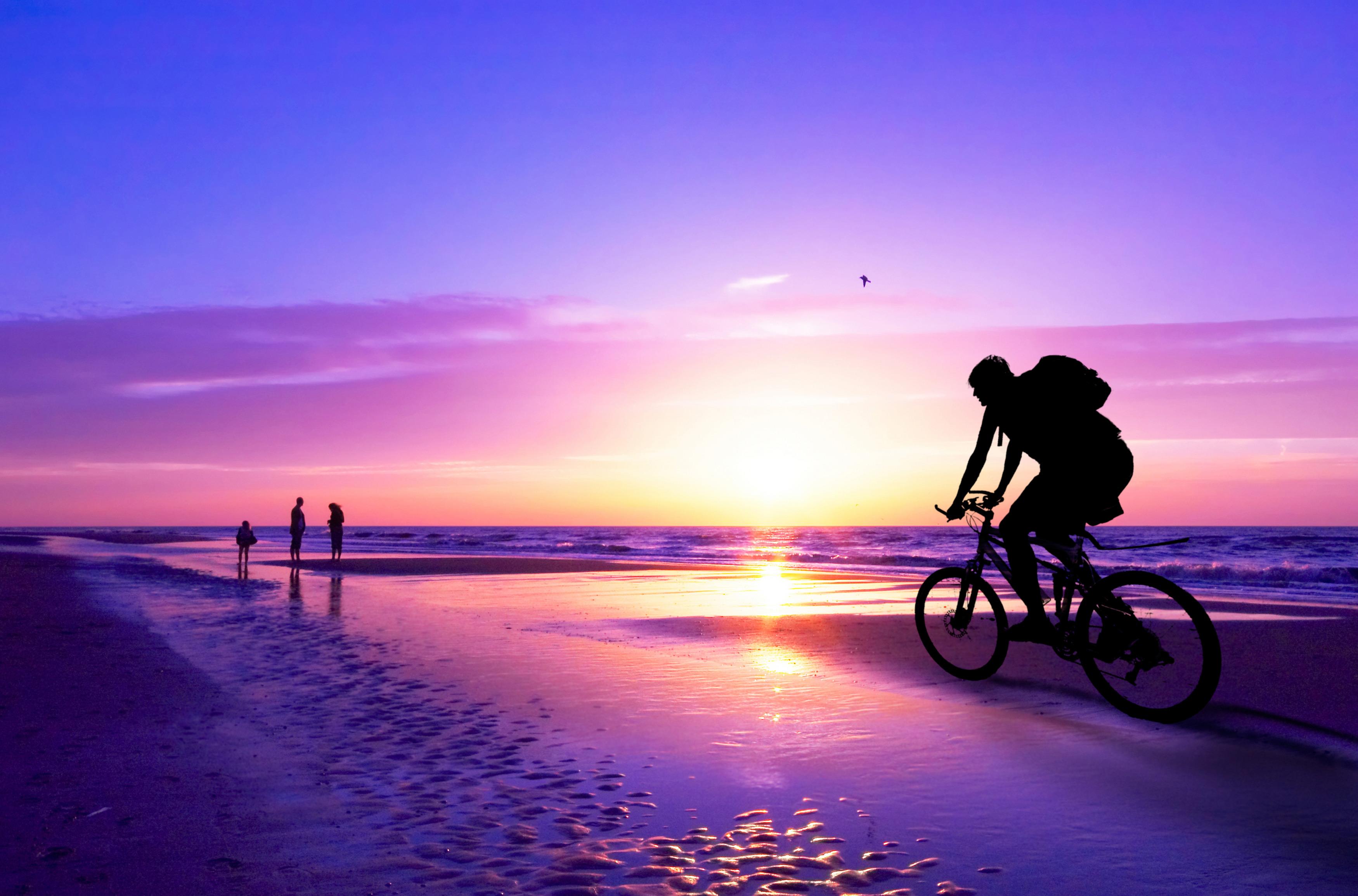 دوچرخه سواری در غروب
